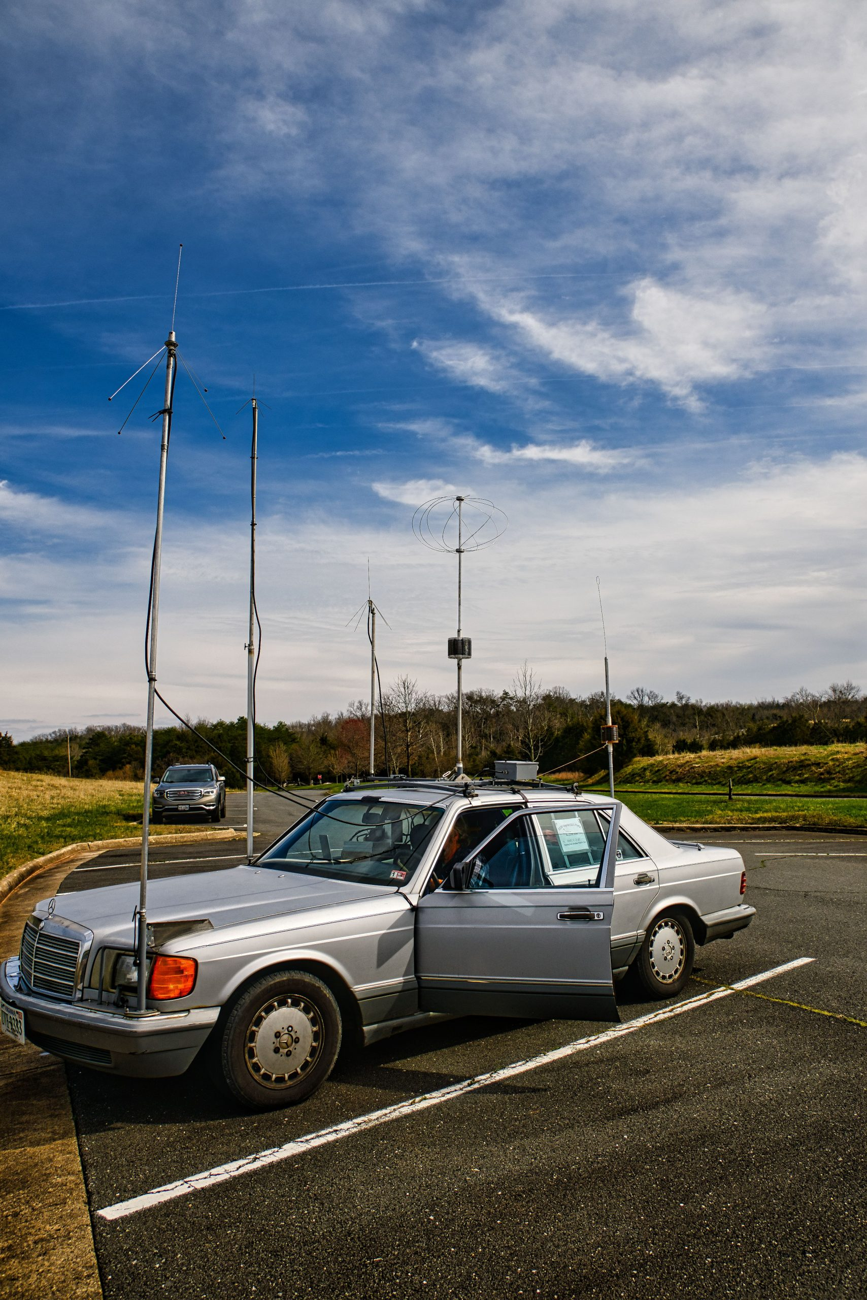 Left front view of Gil's mobile antenna farm (KM4OZH)